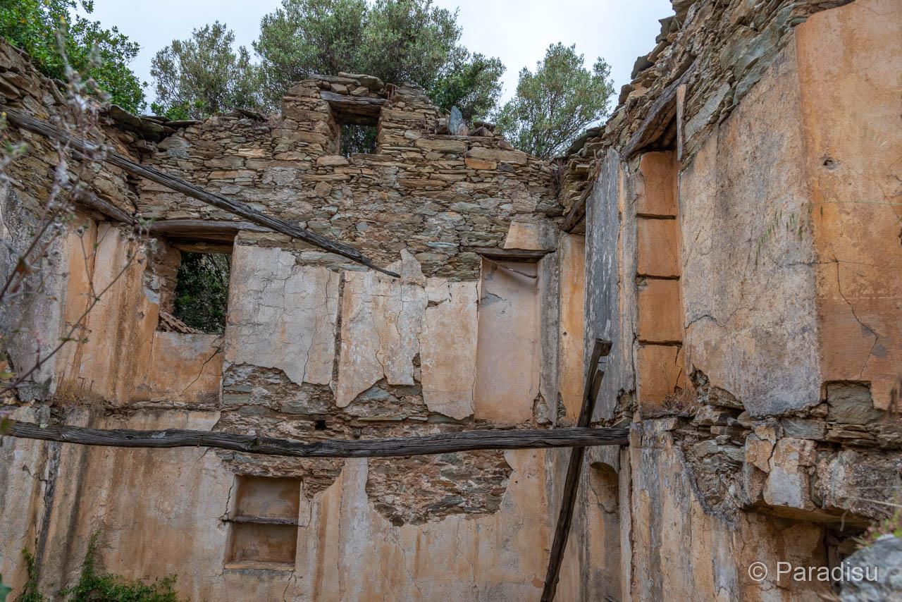Verlassenes Dorf Caracu