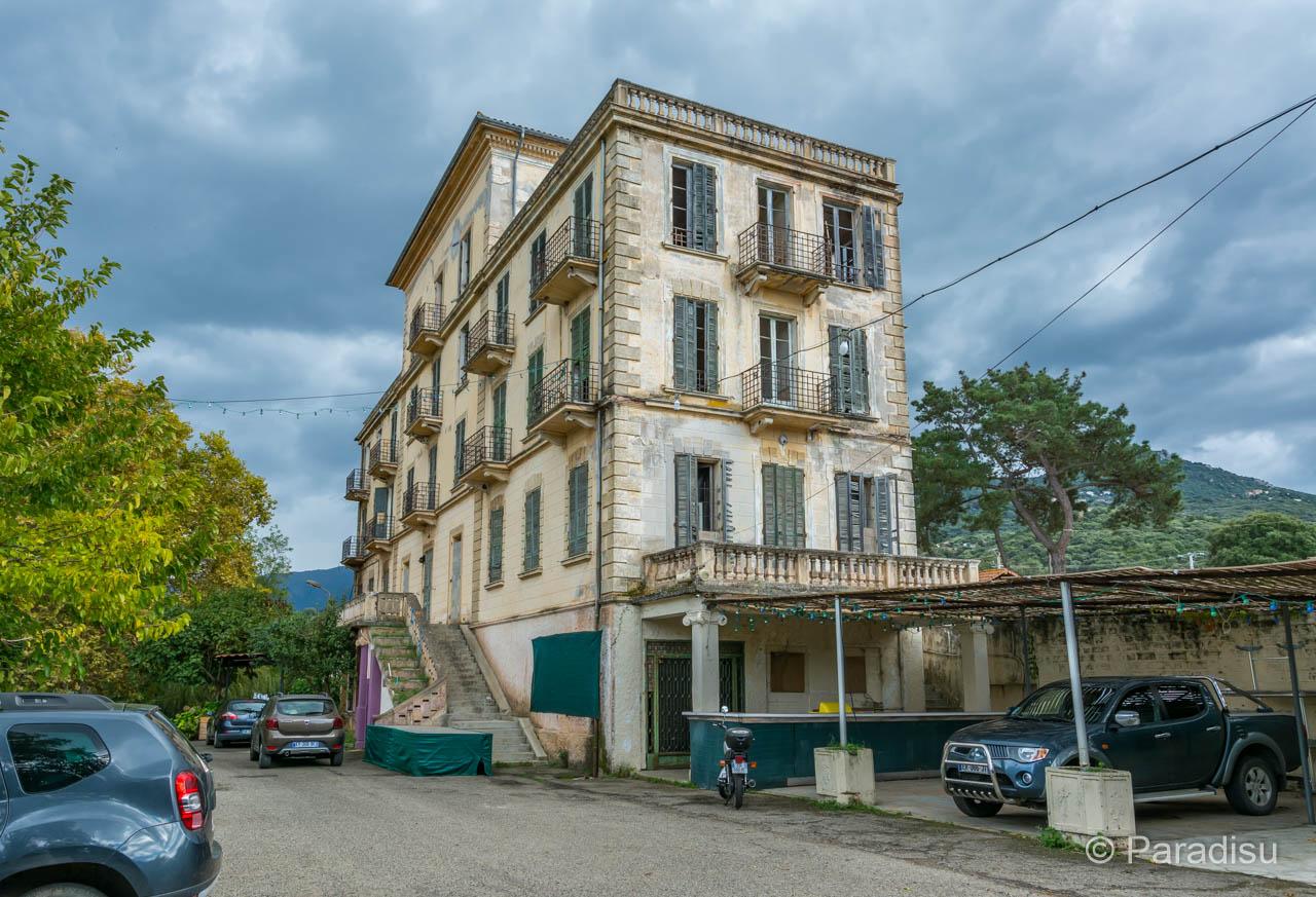 Bains De Baracci