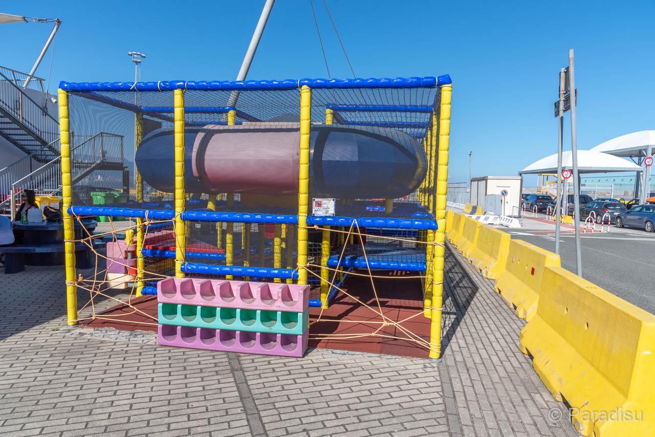 Gesperrter Spielplatz Im Hafen Von Savona