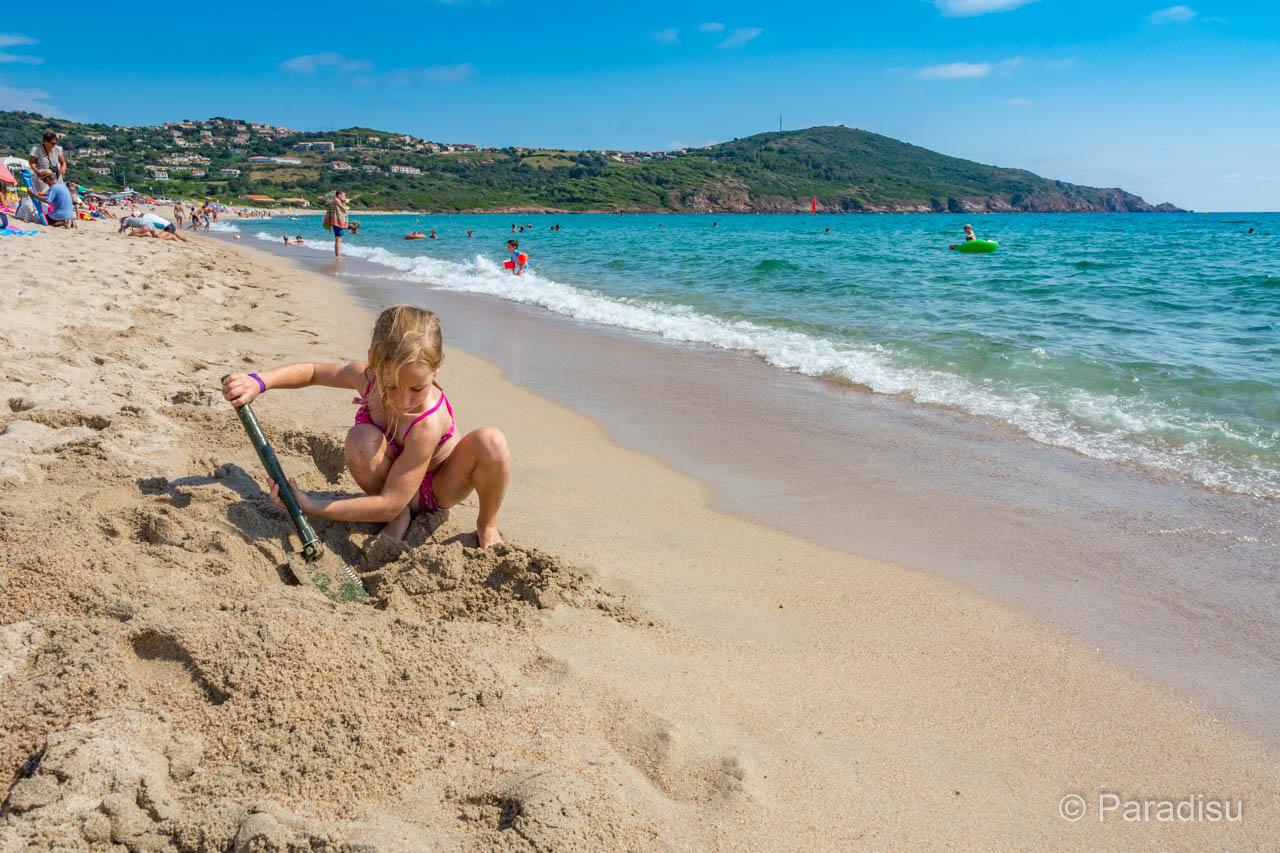 Kind Am Peru-Strand